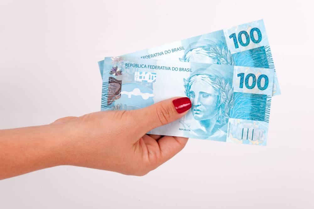 Quanto rendem R$ 5 mil com a Selic em 8,25% ao ano