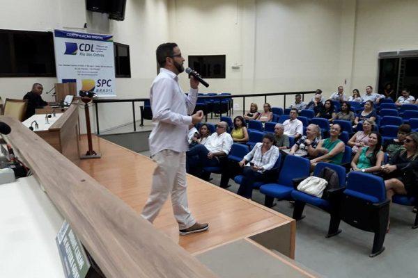 CDL Rio das Ostras promove encontro de empresários com palestra motivacional